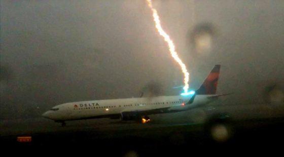 lightning-hits-plane